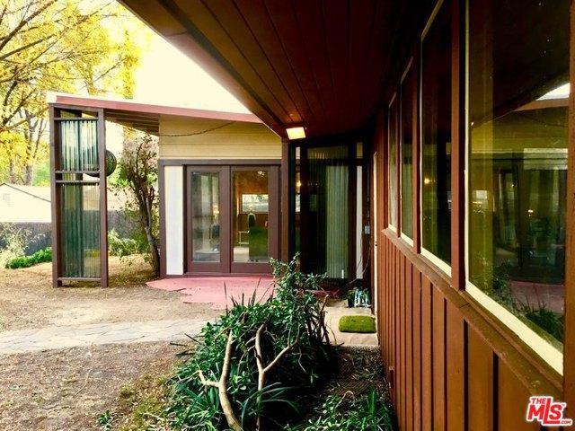 4977 Canoga Avenue, Woodland Hills, CA 91364 (MLS #18323786) :: The John Jay Group - Bennion Deville Homes