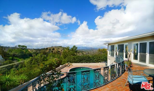 3251 Coldwater Canyon Avenue, Studio City, CA 91604 (MLS #18323884) :: The John Jay Group - Bennion Deville Homes