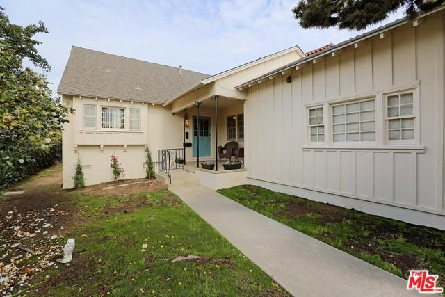327 Lombard Avenue, Pacific Palisades, CA 90272 (MLS #18325852) :: The John Jay Group - Bennion Deville Homes