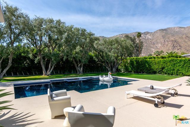535 W Via Lola, Palm Springs, CA 92262 (MLS #18328412PS) :: The John Jay Group - Bennion Deville Homes