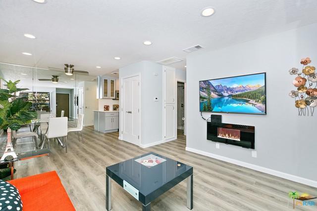 2821 W Los Felices Circle K104, Palm Springs, CA 92262 (MLS #18329190PS) :: Brad Schmett Real Estate Group