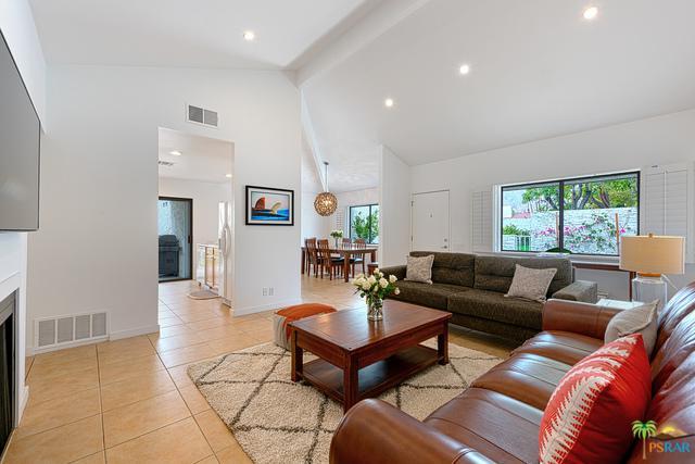 564 E Sunshine Circle, Palm Springs, CA 92264 (MLS #18333536PS) :: Brad Schmett Real Estate Group