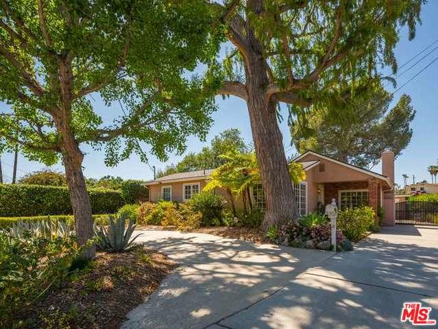 5109 Goodland Avenue, Valley Village, CA 91607 (MLS #18333674) :: The John Jay Group - Bennion Deville Homes