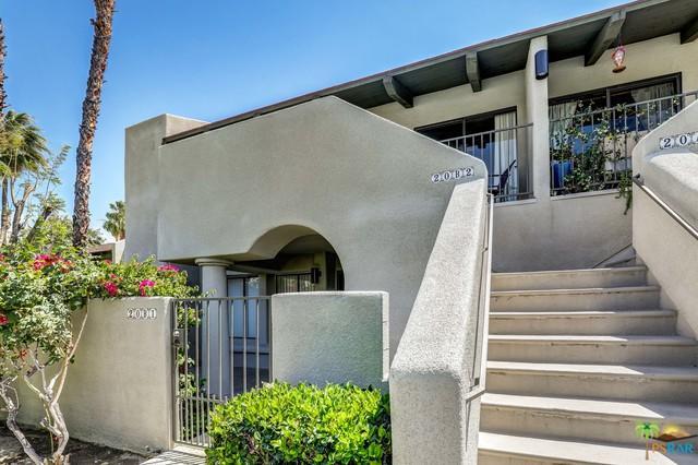1150 E Amado Road 20B2, Palm Springs, CA 92262 (MLS #18339642PS) :: Deirdre Coit and Associates