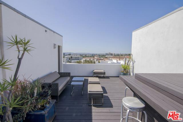 912 N San Vicente Boulevard #3, West Hollywood, CA 90069 (MLS #18339728) :: Team Wasserman