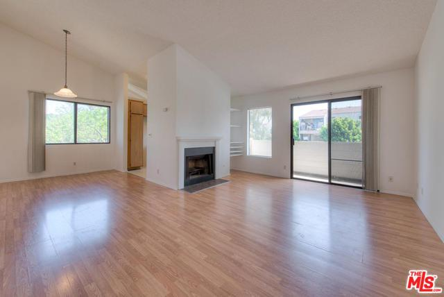 14066 Van Nuys #12, Arleta, CA 91331 (MLS #18343410) :: Deirdre Coit and Associates