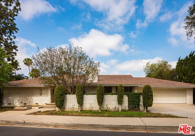 17419 Sumiya Drive, Encino, CA 91316 (MLS #18344530) :: Deirdre Coit and Associates