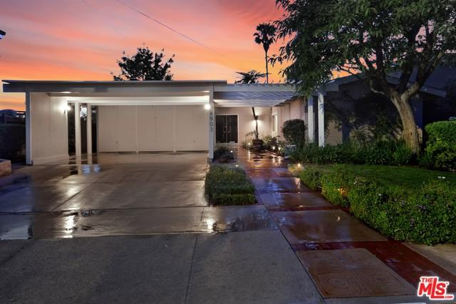 4903 Bellaire Avenue, Valley Village, CA 91607 (MLS #18344768) :: Deirdre Coit and Associates