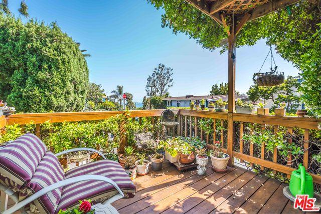 1 Kontiki Way, Pacific Palisades, CA 90272 (MLS #18345336) :: Deirdre Coit and Associates