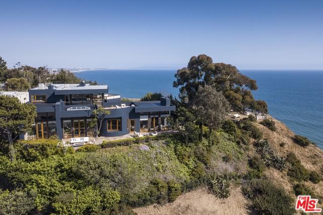 301 Mount Holyoke Avenue, Pacific Palisades, CA 90272 (MLS #18345956) :: Deirdre Coit and Associates