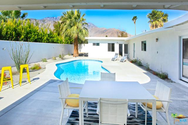 1055 E Racquet Club Road, Palm Springs, CA 92262 (MLS #18347108PS) :: Brad Schmett Real Estate Group