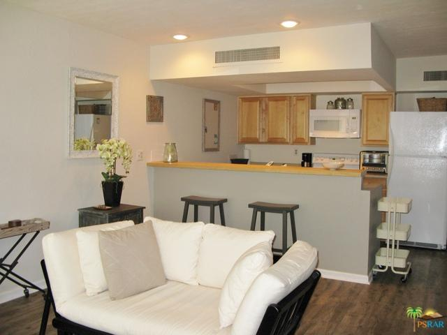1655 E Palm Canyon Drive #306, Palm Springs, CA 92264 (MLS #18348490PS) :: Hacienda Group Inc