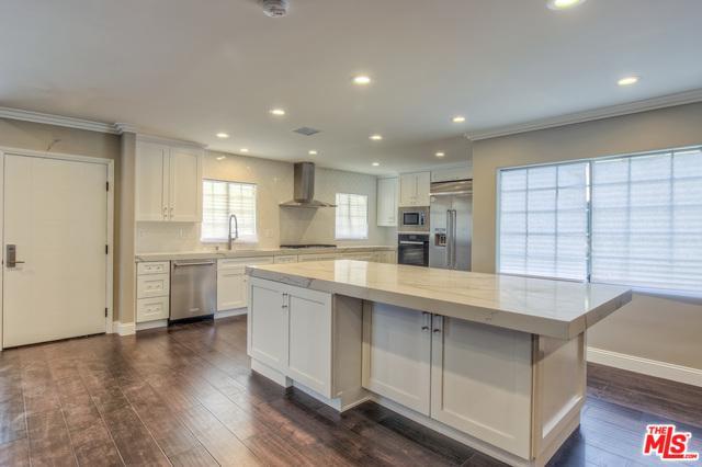5550 S Chariton Avenue, Los Angeles (City), CA 90056 (MLS #18356592) :: Hacienda Group Inc