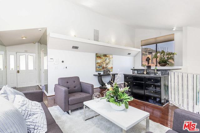7866 Fareholm Drive, Los Angeles (City), CA 90046 (MLS #18357248) :: Hacienda Group Inc