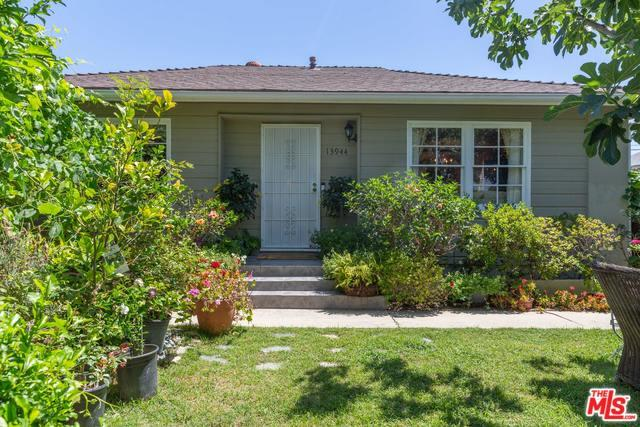 13944 Otsego Street, Sherman Oaks, CA 91423 (MLS #18357384) :: Hacienda Group Inc