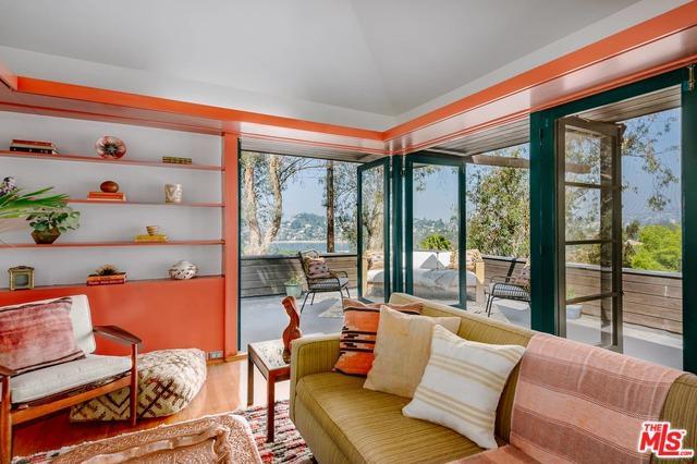 2421 Silver Ridge Avenue, Los Angeles (City), CA 90039 (MLS #18357388) :: Hacienda Group Inc