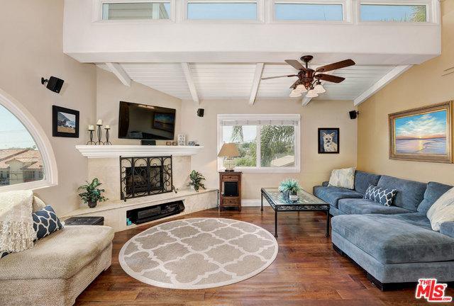 1126 W 13th Street #1, San Pedro, CA 90731 (MLS #18358688) :: Team Wasserman