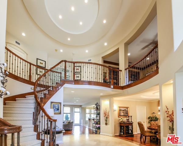 20145 Via Cellini, Northridge, CA 91326 (MLS #18362020) :: Hacienda Group Inc