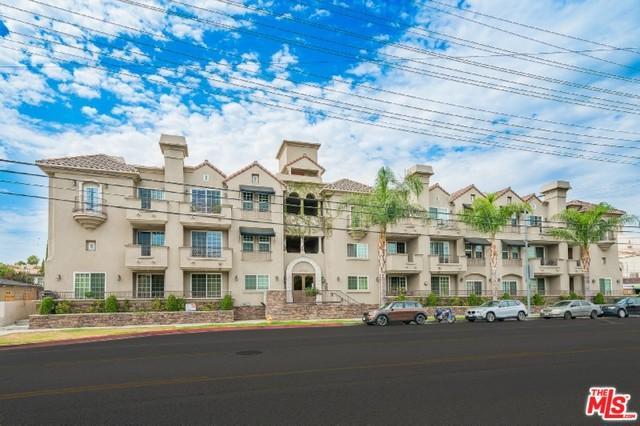 10740 Moorpark Street #304, Toluca Lake, CA 91602 (MLS #18363134) :: Team Wasserman