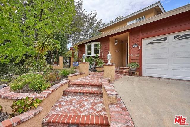 2031 Buckingham Place, Glendale, CA 91206 (MLS #18363802) :: The John Jay Group - Bennion Deville Homes