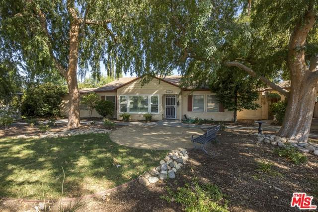 2512 Bay Street, Bakersfield, CA 93301 (MLS #18364352) :: The Jelmberg Team