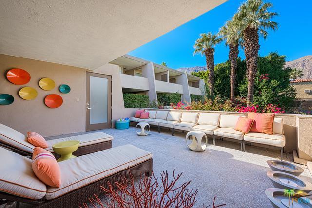 197 W Via Lola #9, Palm Springs, CA 92262 (MLS #18364686PS) :: Brad Schmett Real Estate Group
