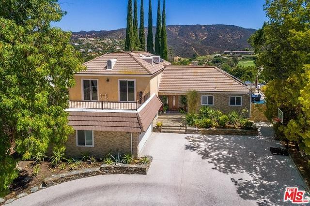 18780 Pasadero Drive, Tarzana, CA 91356 (MLS #18366148) :: The John Jay Group - Bennion Deville Homes