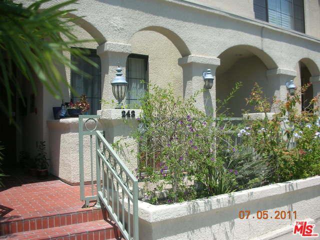 245 S Lasky Drive, Beverly Hills, CA 90212 (MLS #18366242) :: Team Wasserman