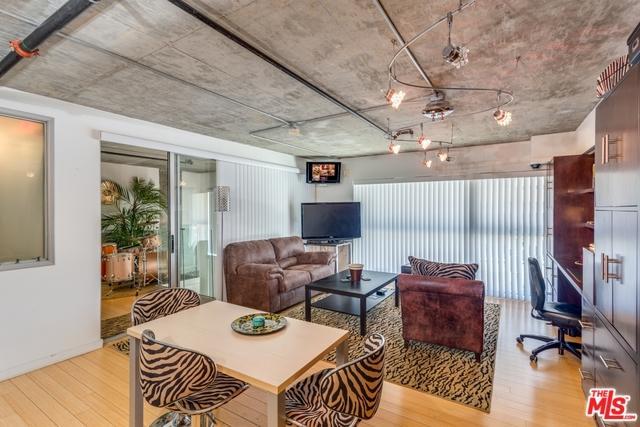285 W 6th Street #106, San Pedro, CA 90731 (MLS #18366360) :: Deirdre Coit and Associates