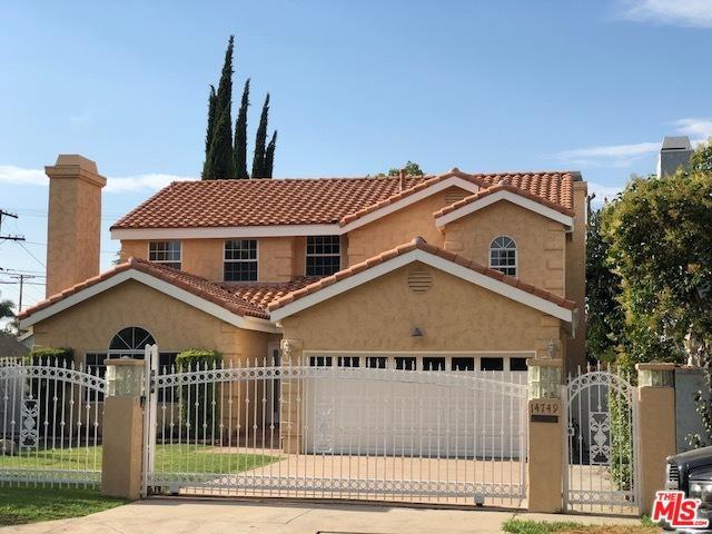 14749 Huston Street, Sherman Oaks, CA 91403 (MLS #18366680) :: Deirdre Coit and Associates