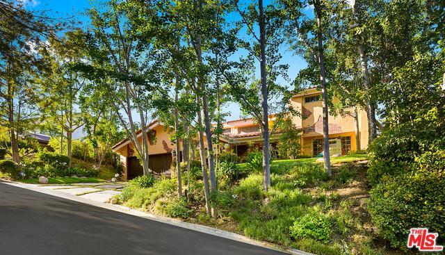 4719 Brewster Drive, Tarzana, CA 91356 (MLS #18366712) :: The John Jay Group - Bennion Deville Homes