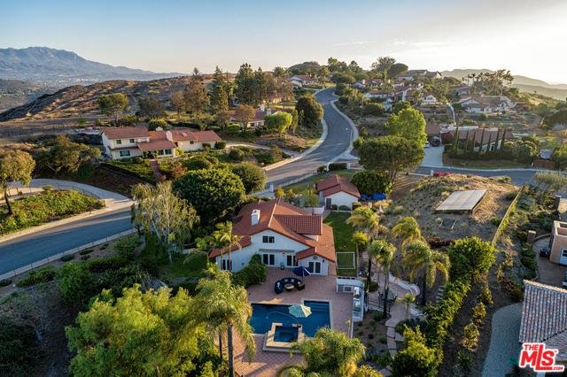 1061 Wildwood Avenue, Thousand Oaks, CA 91360 (MLS #18368416) :: The Jelmberg Team