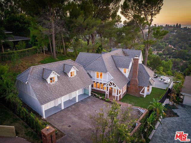 4945 Casa Drive, Tarzana, CA 91356 (MLS #18370086) :: The John Jay Group - Bennion Deville Homes