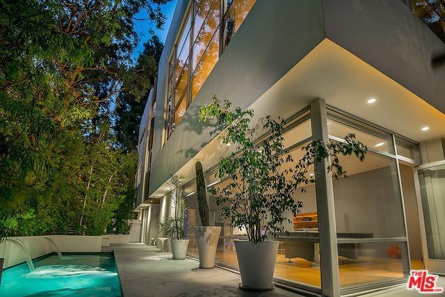 6450 Rodgerton Drive, Los Angeles (City), CA 90068 (MLS #18372360) :: The John Jay Group - Bennion Deville Homes