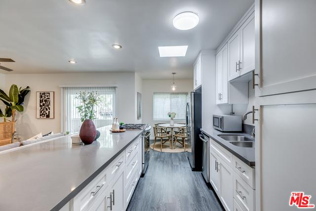 844 16th Street #5, Santa Monica, CA 90403 (MLS #18372570) :: The John Jay Group - Bennion Deville Homes