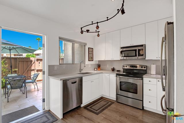 1268 E Ramon Road #17, Palm Springs, CA 92264 (MLS #18372792PS) :: Brad Schmett Real Estate Group