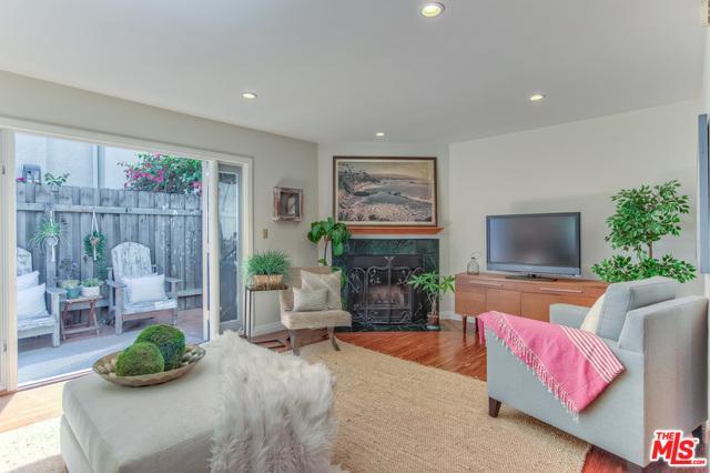 2337 Oak Street #1, Santa Monica, CA 90405 (MLS #18373418) :: The John Jay Group - Bennion Deville Homes