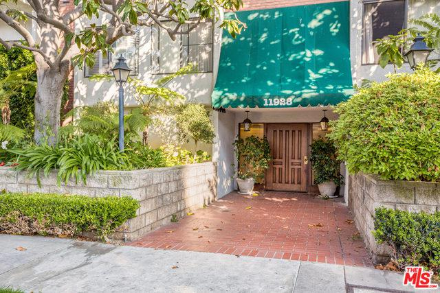 11928 Kiowa Avenue #310, Los Angeles (City), CA 90049 (MLS #18375066) :: The John Jay Group - Bennion Deville Homes