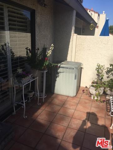 18120 Oxnard Street #78, Tarzana, CA 91356 (MLS #18375200) :: The John Jay Group - Bennion Deville Homes