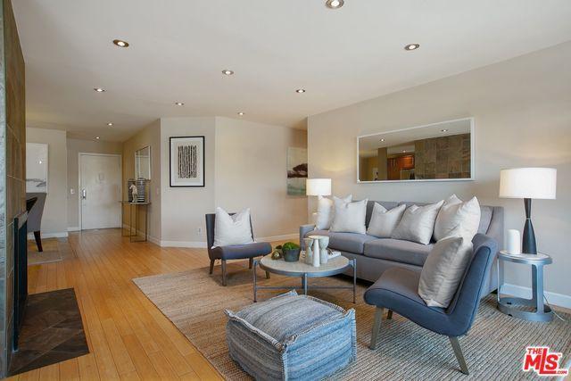 1124 N La Cienega #205, West Hollywood, CA 90069 (MLS #18375446) :: The John Jay Group - Bennion Deville Homes