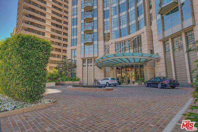 10776 Wilshire #1003, Los Angeles (City), CA 90024 (MLS #18375562) :: The John Jay Group - Bennion Deville Homes