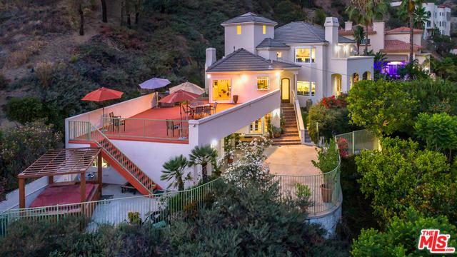 1803 Hillcrest Avenue, Glendale, CA 91202 (MLS #18379932) :: The John Jay Group - Bennion Deville Homes