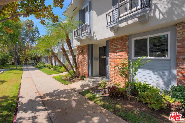 20718 Devonshire Street E, Chatsworth, CA 91311 (MLS #18382952) :: Team Wasserman