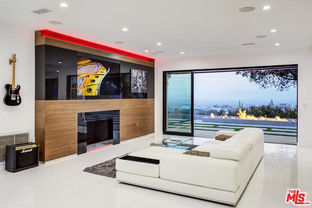 3321 Bonnie Hill Drive, Los Angeles (City), CA 90068 (MLS #18384516) :: Team Wasserman