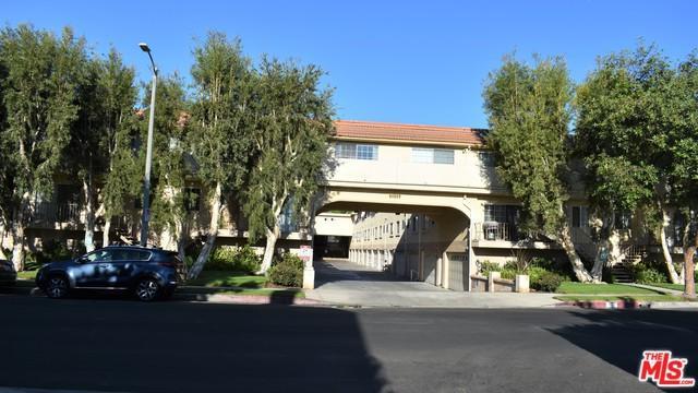 10215 Variel Avenue #20, Chatsworth, CA 91311 (MLS #18385170) :: Team Wasserman