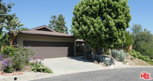 3235 Steven Drive, Encino, CA 91436 (MLS #18385186) :: Team Wasserman