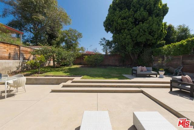 336 N Las Casas Avenue, Pacific Palisades, CA 90272 (MLS #18385754) :: Team Wasserman