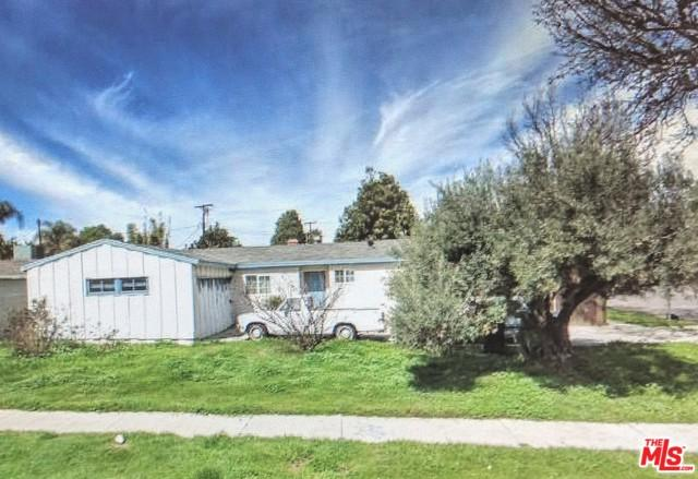 7867 Chastain Avenue, Reseda, CA 91335 (MLS #18388316) :: The Sandi Phillips Team