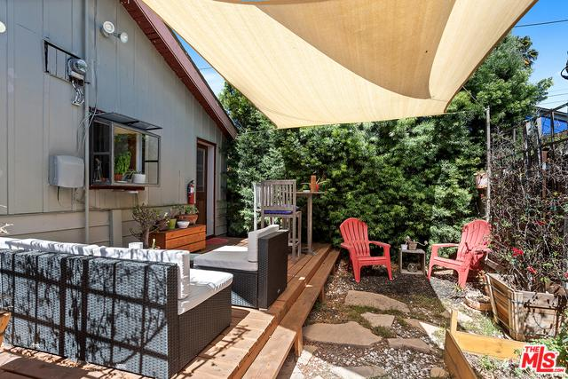 972 Vernon Avenue, Venice, CA 90291 (MLS #18388416) :: The John Jay Group - Bennion Deville Homes