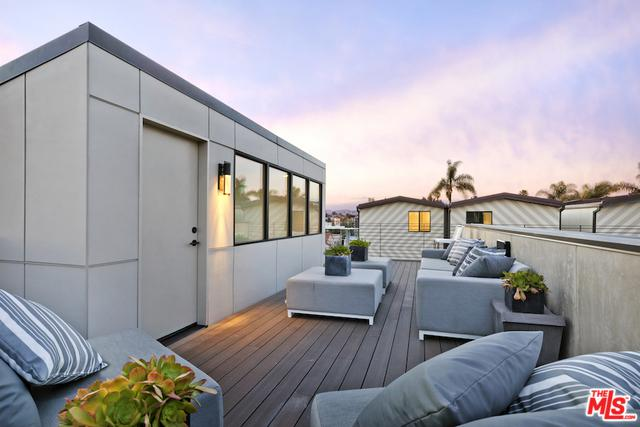 744 Brooks Avenue, Venice, CA 90291 (MLS #18388578) :: The John Jay Group - Bennion Deville Homes